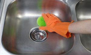 pulir acero inoxidable a mano